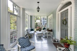 Exterior Carpentry / Home Repair - Caulking around windows and door frames